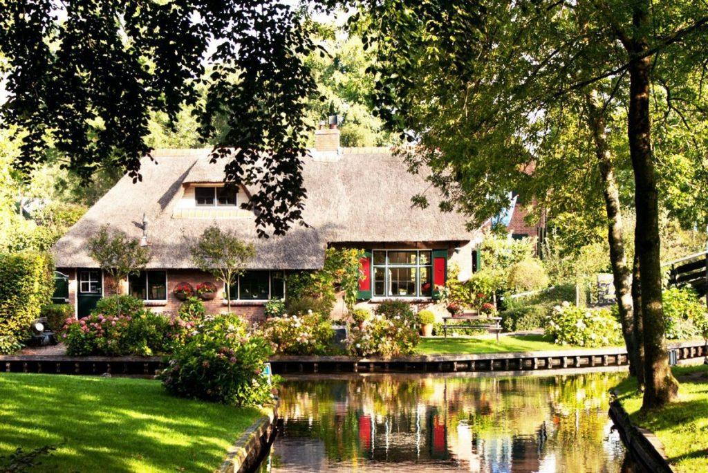 Satul Giethoorn din Olanda