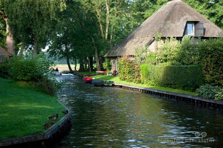 casa langa canal