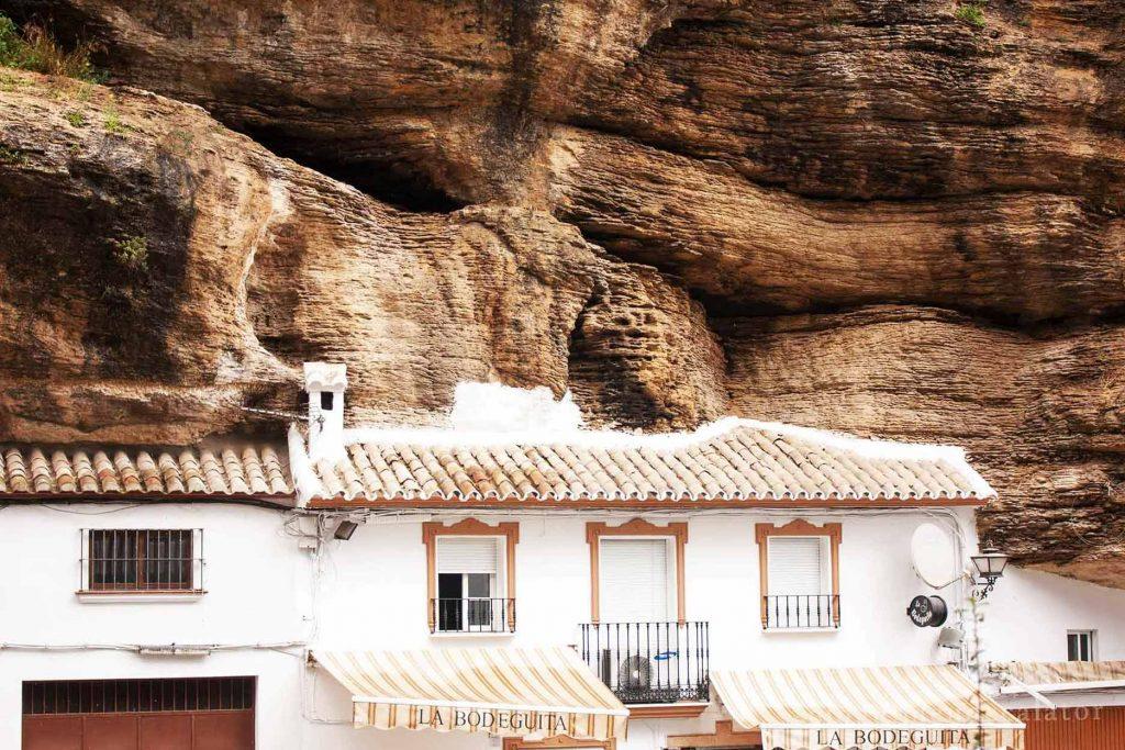 SEtenil de las Bodegas, Spania-case construite in stanca