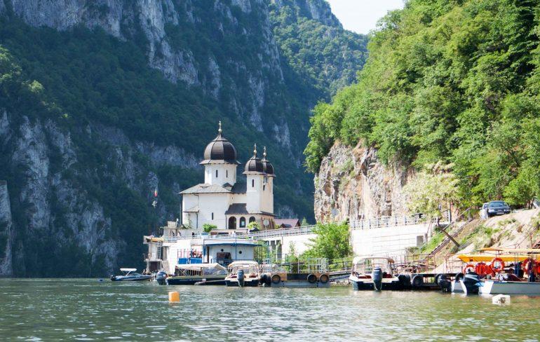 Plimbare cu barca prin cazanele Dunarii