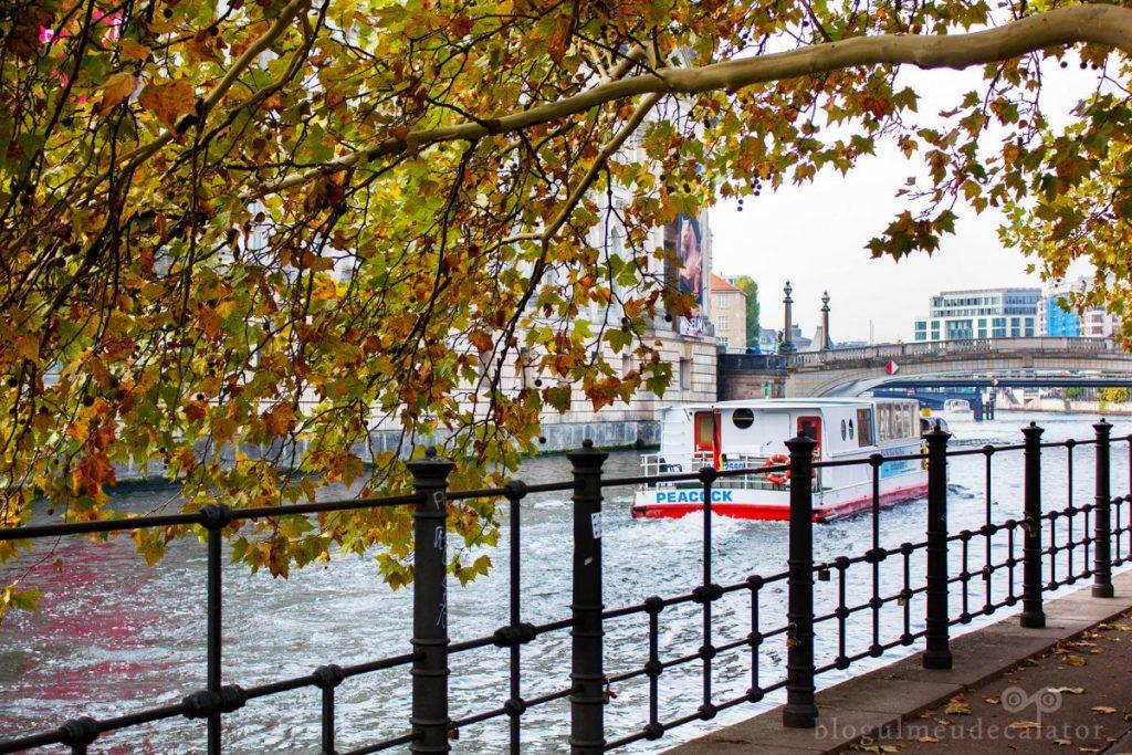 plimbare-cu-barca-pe-raul-spree-berlin