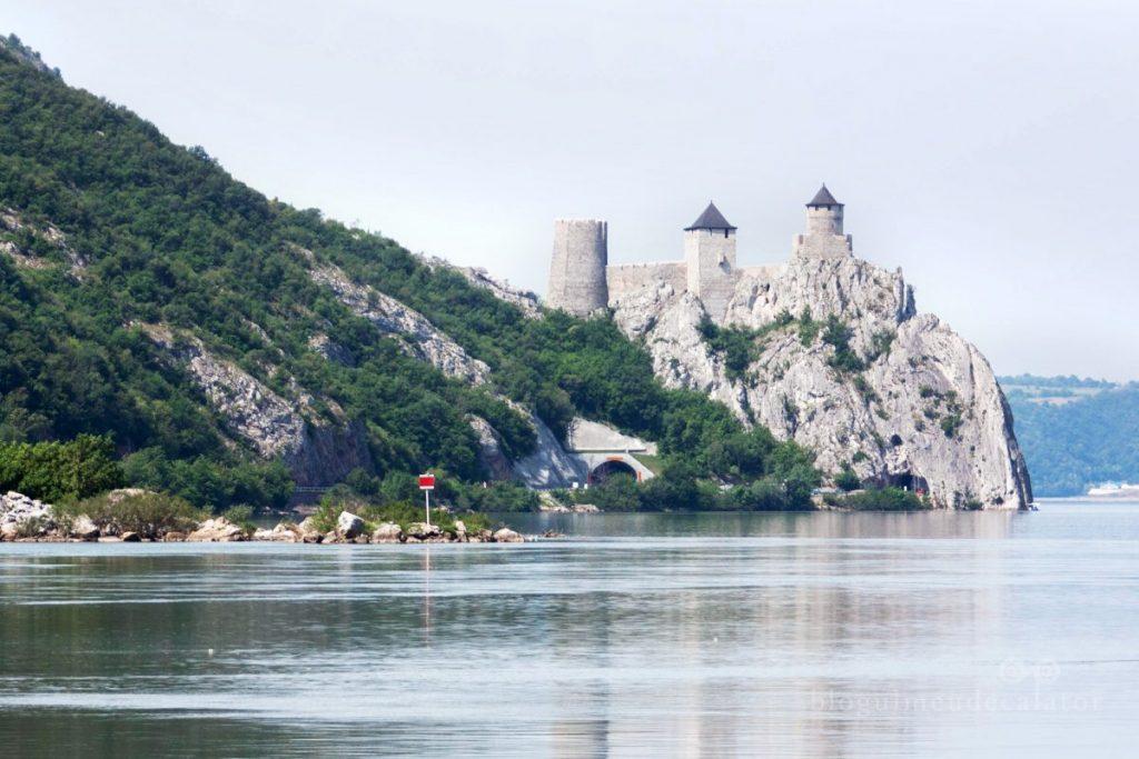 Cetatea Golubac-de-pe-malul-sarbesc