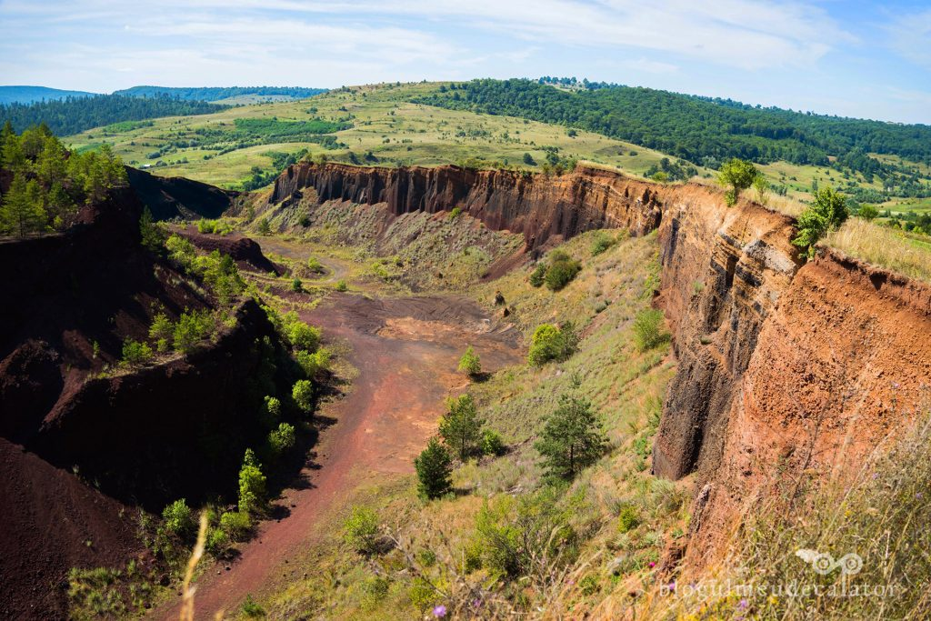 craterul vulcanului stins din Racos