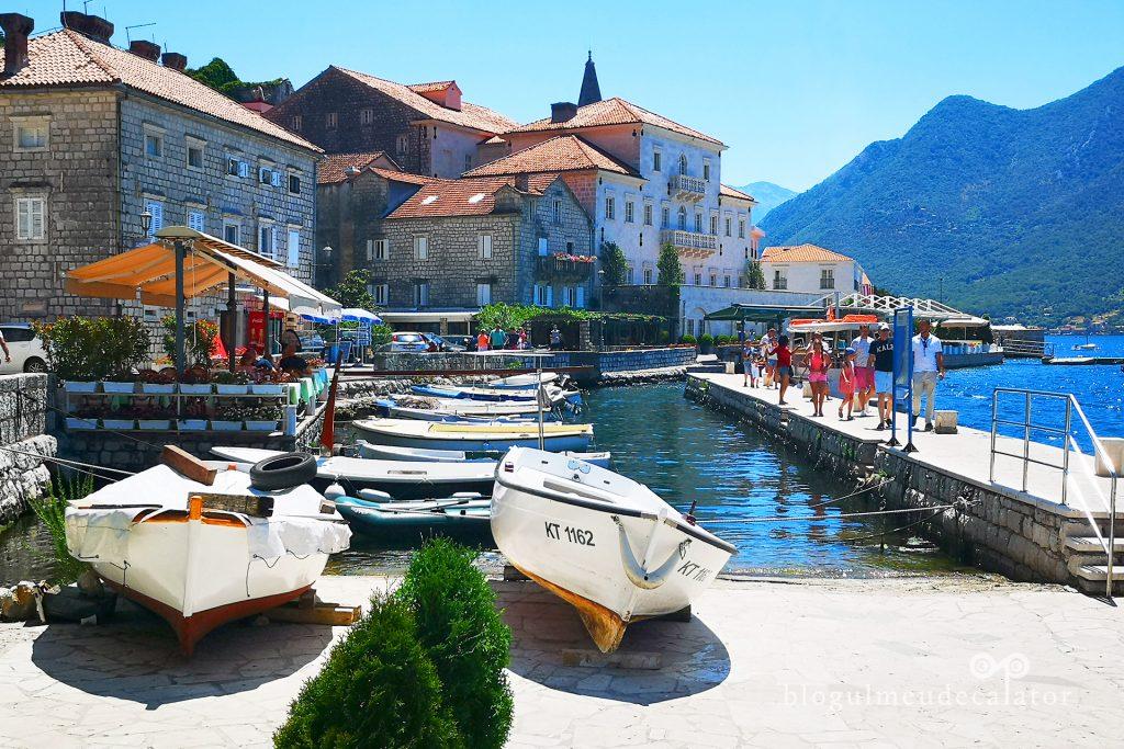 barci la maul marii in Perast, Muntenegru