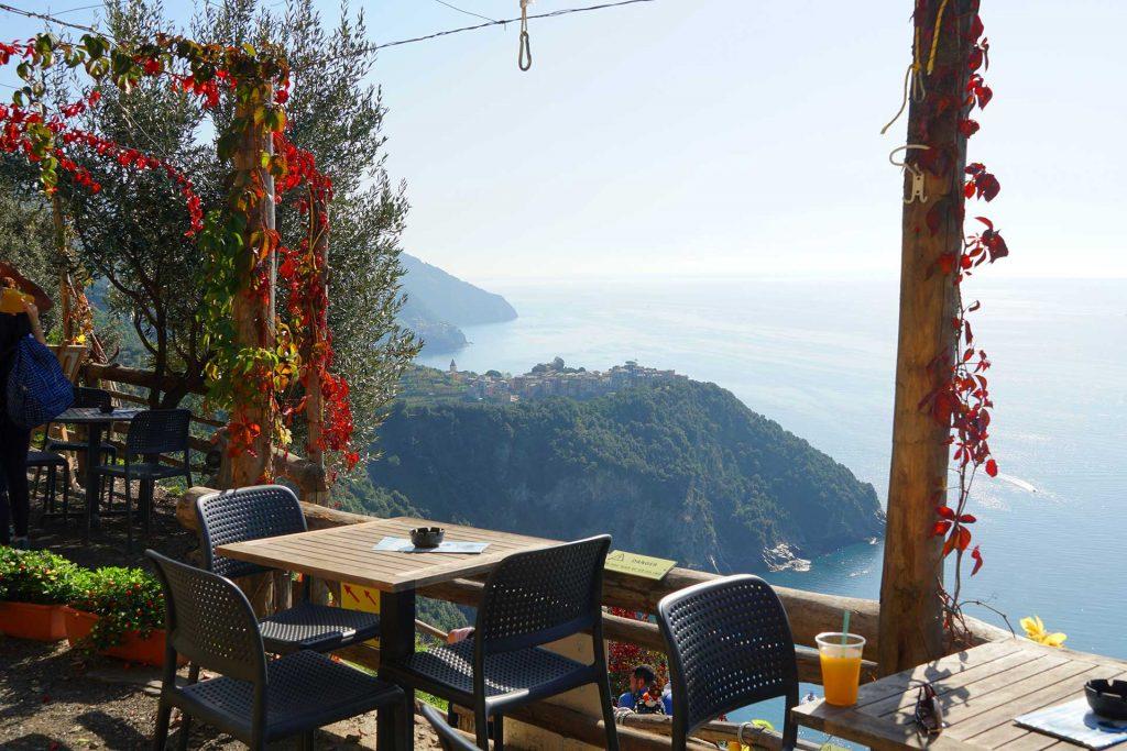 restaurant pe trasul de hiking Vernazza-corniglia