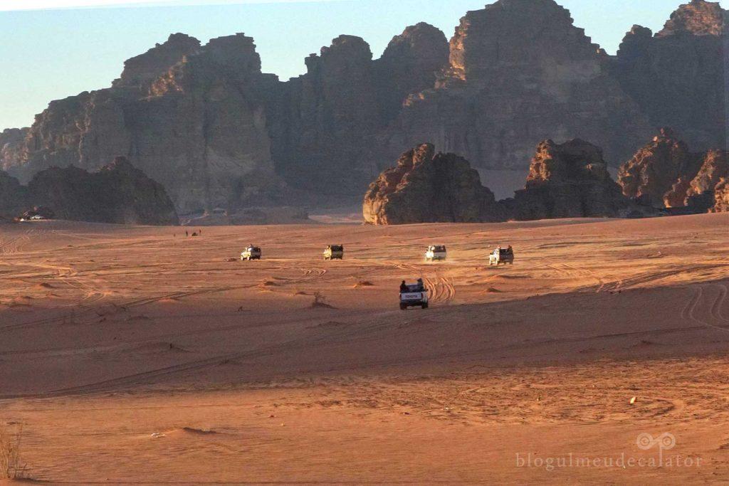tur cu jeepul in desertul wadi rum din iordania