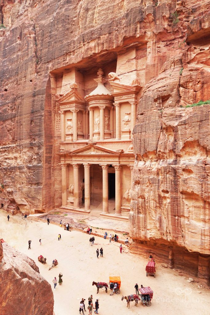 Trezoreria din Petra vazuta de sus