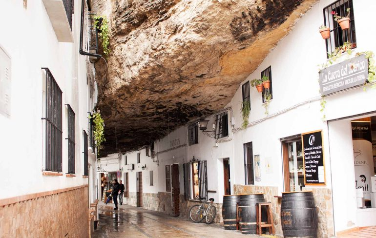 Setenil de las Bodegas, Spania-satul alb săpat în staâncă