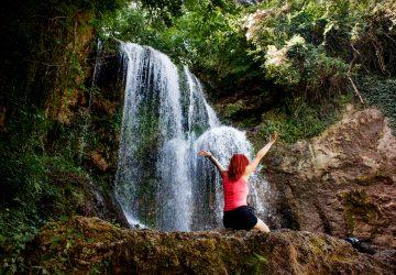 Excursie de o zi în Bulgaria - Cascadele Krushuna, peștera Devetashka și orașul Lovech