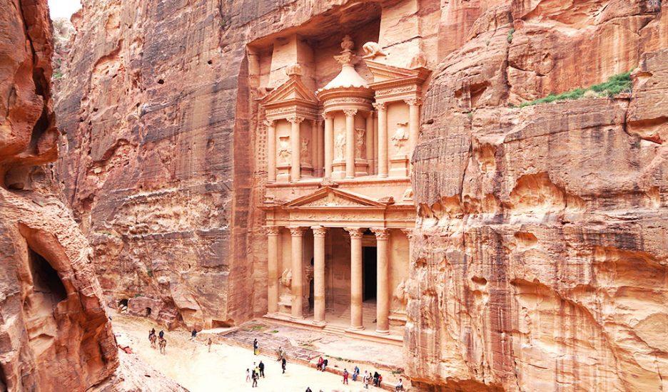 Petra, orașul antic săpat în piatră
