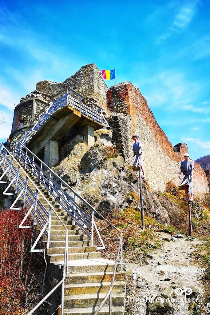 locuri de vizitat in Arges-cetatea poenari