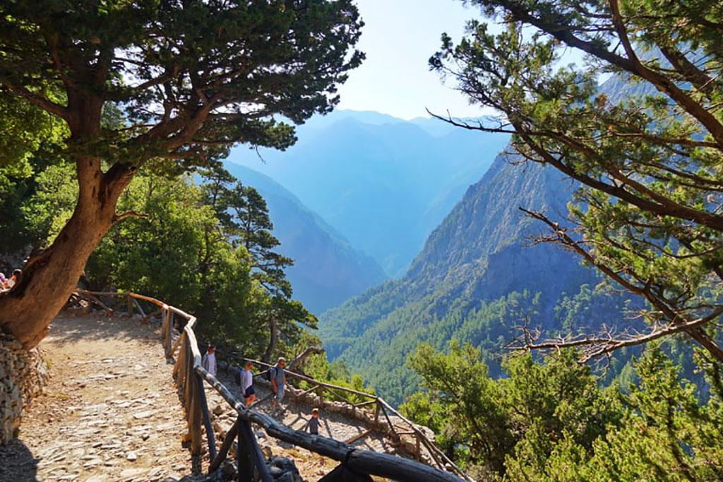 Cheile Samariei, excursie de o zi in Muntii Albi