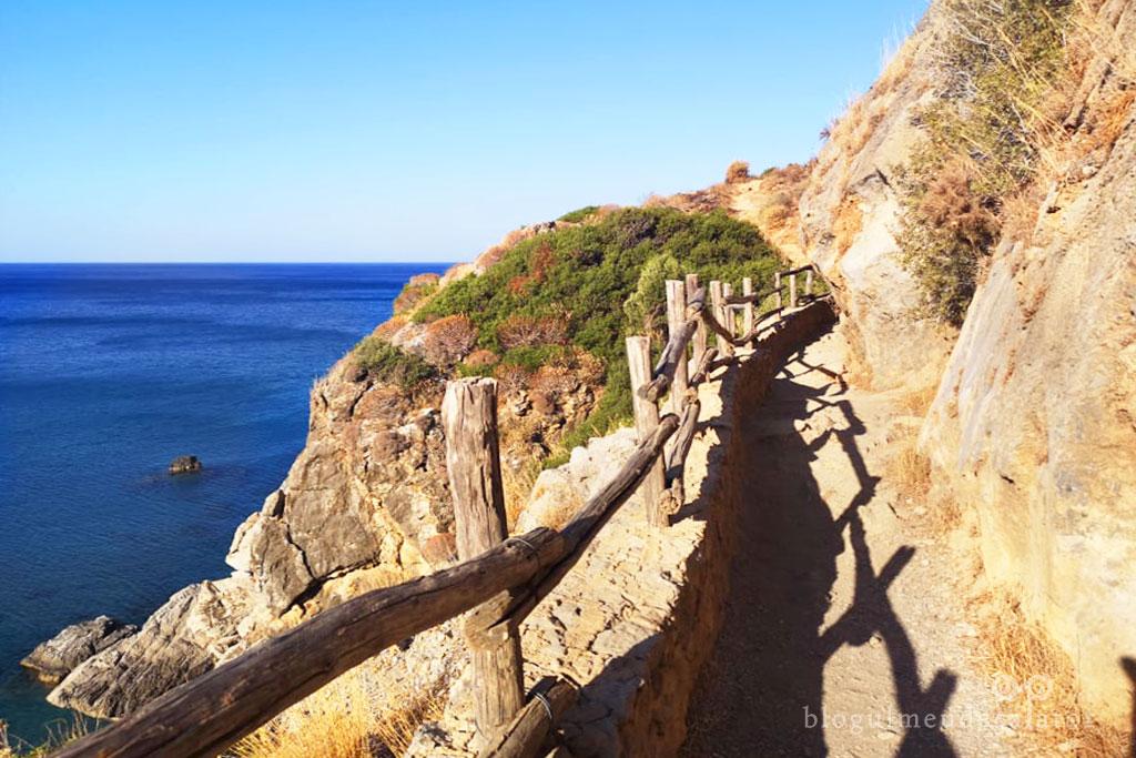 drumul spre plaja Preveli-Creta